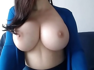 Amateur girl showing big natural tits on cam