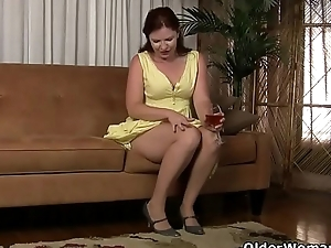 American milf Kimberlee fingers say no to pussy and ass