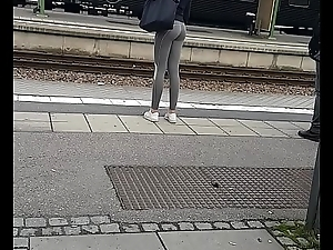 Beautiful Swedish teen ass in tight leggings candid
